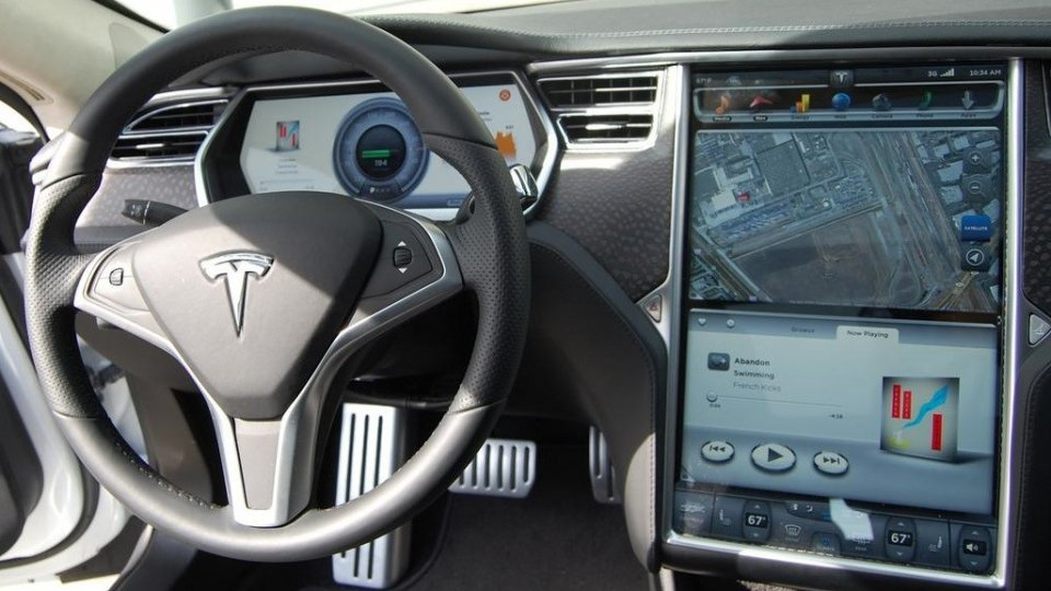Tesla model S touch screen
